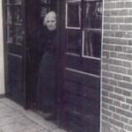 H 47-4  Oma  deuren na 1929